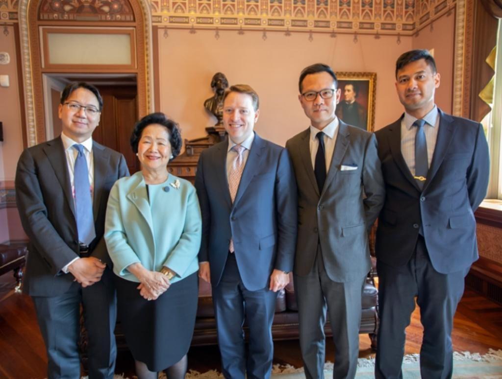 過去議員經常去外國叫人制裁香港。