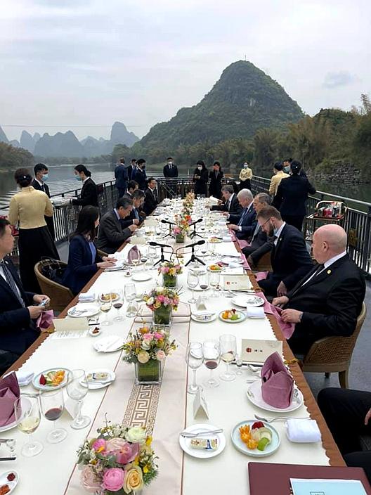 在山水甲天下的桂林共晋午餐