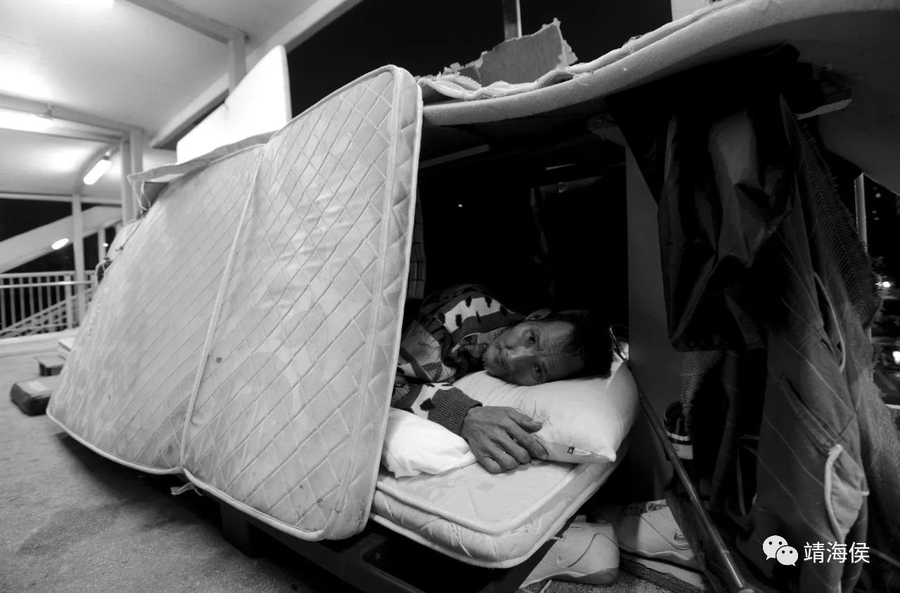 在這小島上,有人在暗夜吶喊,在街頭拾荒,貧窮、彷徨,乃至無家可歸。圖片:Lei Jih Sheng/SOCO