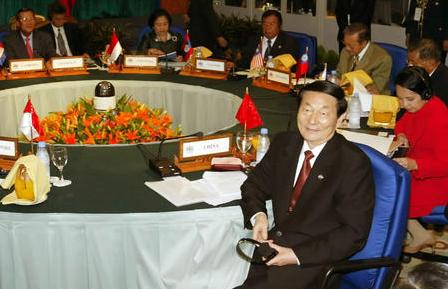 朱镕基出任总理时多次代表中国出席中国东盟峰会