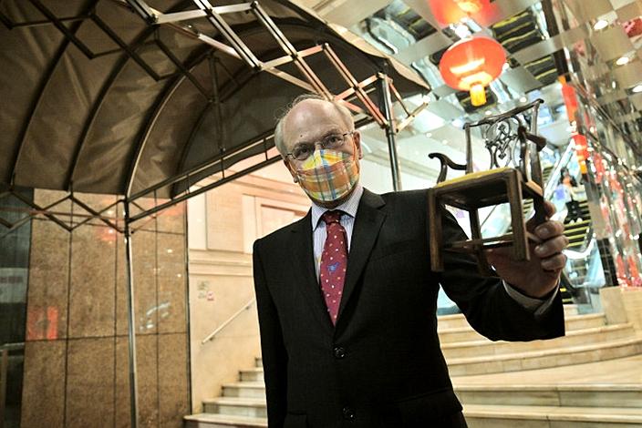 大律師公會主席夏博義打輸官司也是羸家,因為他賺了律師費。
