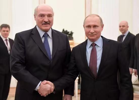 普京(右)力挺盧卡申科。