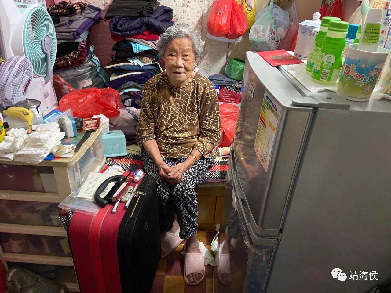 婆婆何麗清說:「有時在街上見到一些貴一點的食物,我很想買來吃,但我買不起。」,她唯有祈禱。圖片:李敏妮