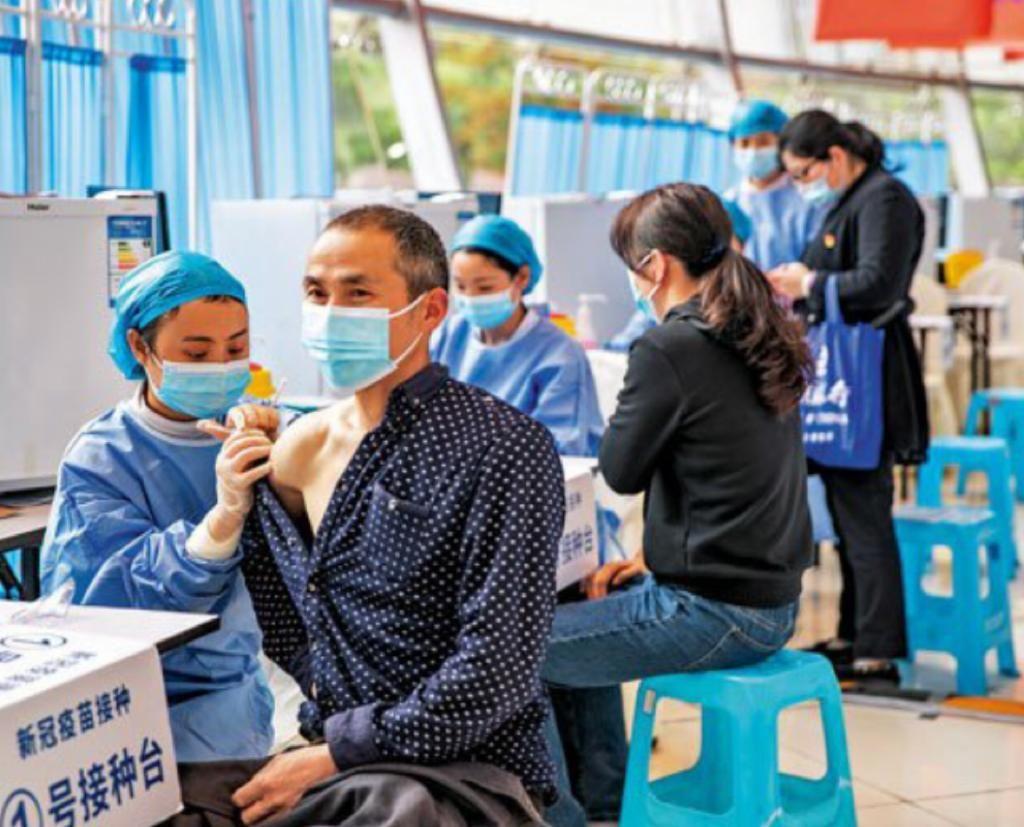 中國加快接種新冠疫苗。
