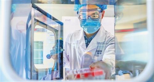 中國正大量加快疫苗生產。