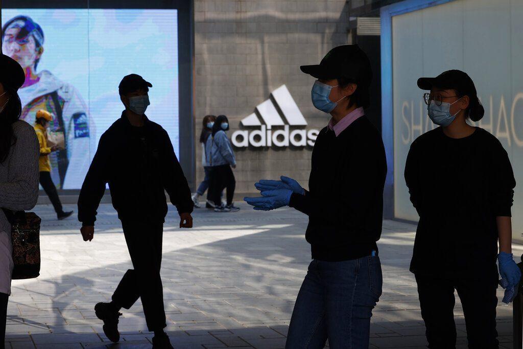 Adidas今年在華銷售預計減少1000萬件。AP圖片