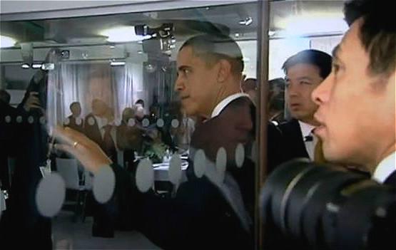 奥巴马要硬闯,中方保安人员十分为难。