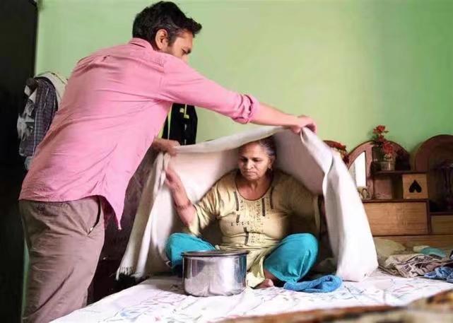 阿賈伊用蒸汽每天三次,清理母親的氣道。