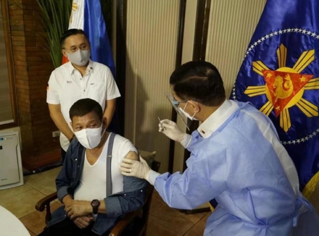 杜特爾特接種國藥疫苗。