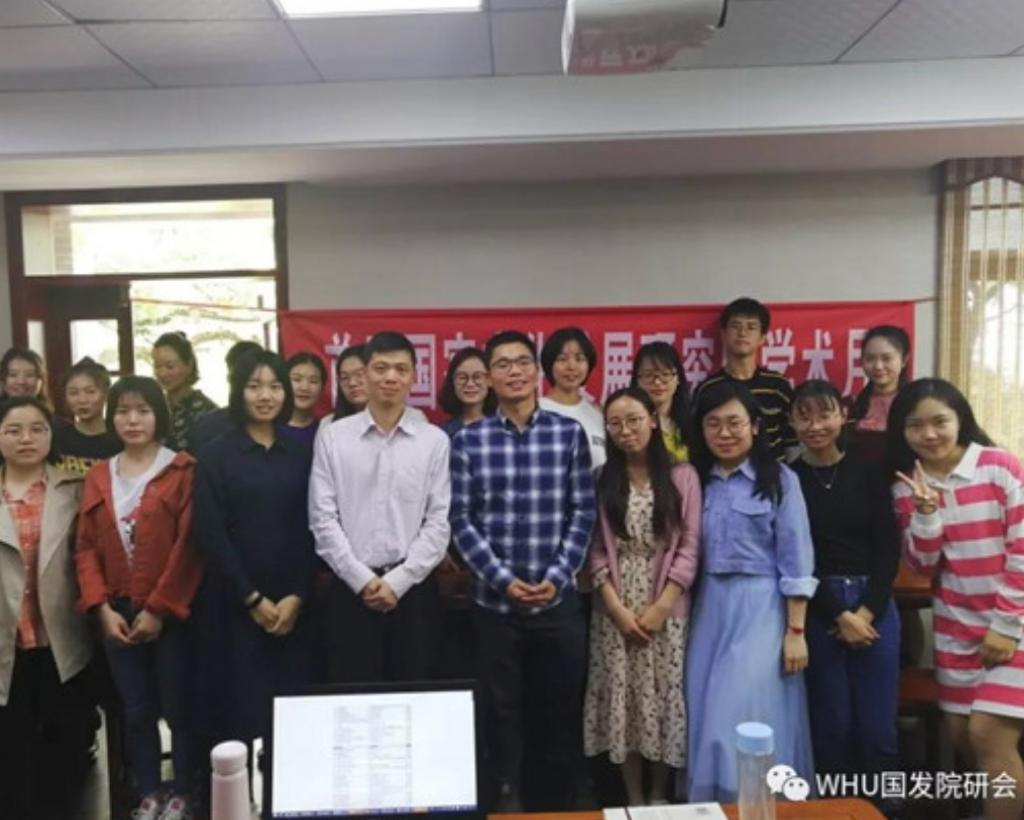 加拿大約克大學社會學學者吳志明曾到內地進行民調,並在武漢大學交流。