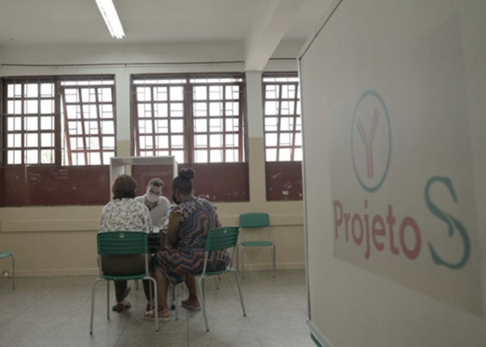 巴西小城市賽拉納試驗大規模接種科興疫苗,感染數字大幅降低。
