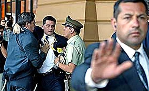 美国小布什保镖被阻止进入会场。