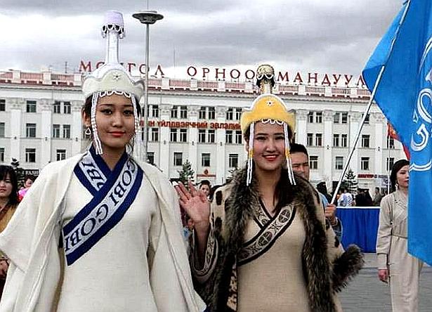 蒙古國街頭見到俄語的西里爾字母為文字的新蒙文。