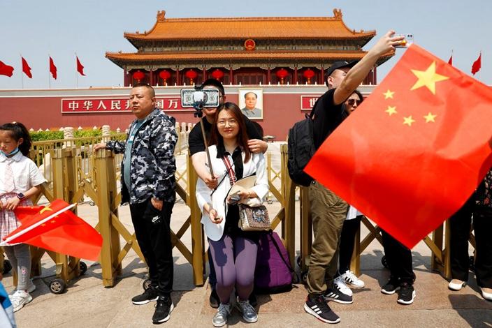 中國感覺自我良好,五一長假國民開心遊樂。(AP圖片)