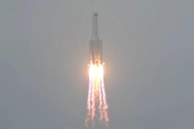 長征五號B火箭搭戴天和號太空站核心艙升空。