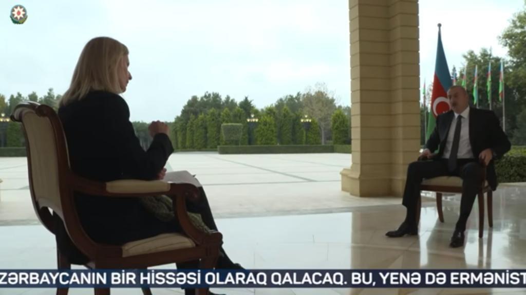 阿塞拜疆總統阿利耶夫受BBC女記者蓋林採訪。