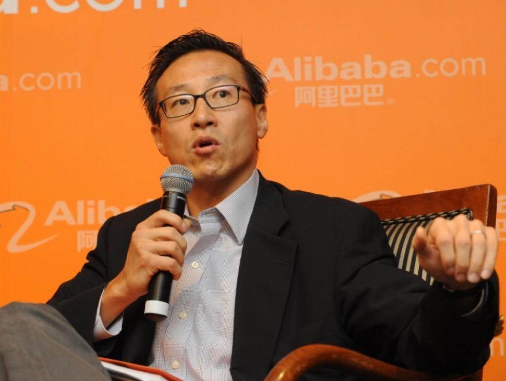 阿里巴巴集團副主席蔡崇信等人發起成立「亞裔美國人基金會」。