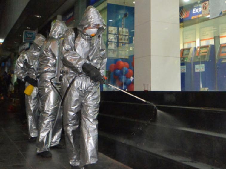 泰國疫情不止,6府宣布宵禁。很多商場都關閉,政府人員全面消毒。
