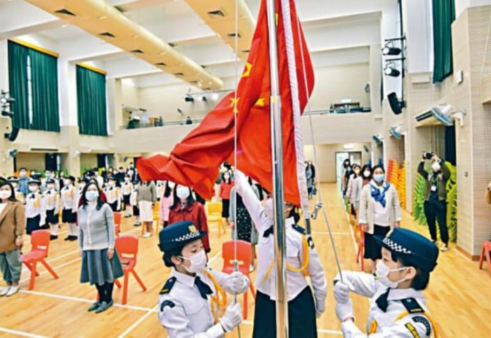 学校应建立关怀及爱护祖国的文化。