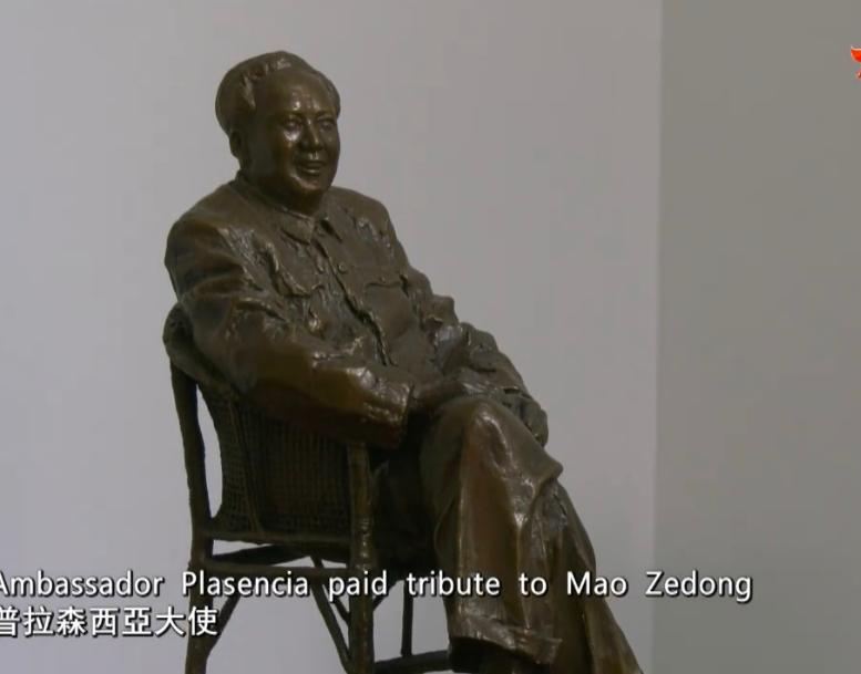 普拉金西亚大使官邸的毛泽东雕像。