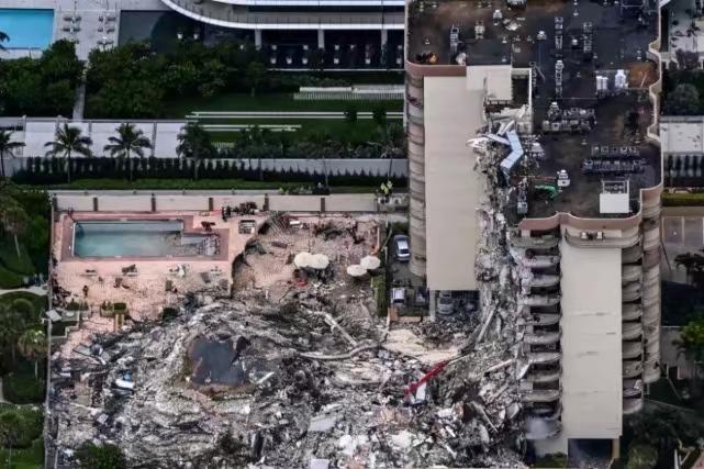迈阿密戴德县的12层公寓大楼倒塌。