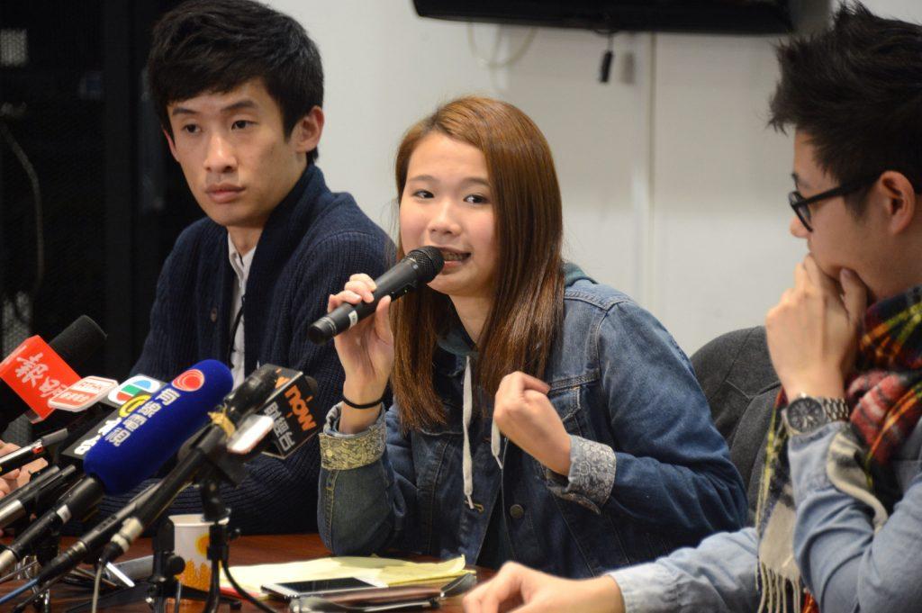 24 歲的「滑鼠娘娘」鄺頌晴(中)。