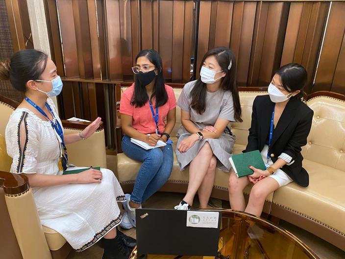 今夏我們迎來三位分別來自中國、印度和韓國的實習生,經常和我們分享自己國家的資訊。