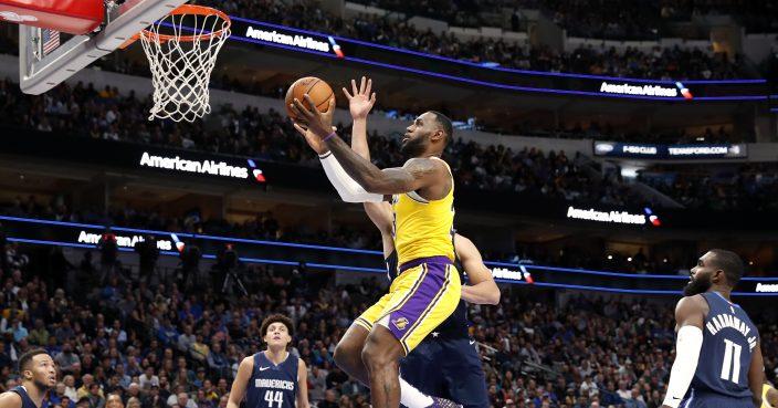 Davis James Carry Lakers Past Mavs 119 110 In Ot Thriller