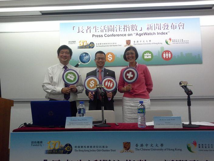 香港賽馬會慈善及社區事務執行總監陳亮(中)