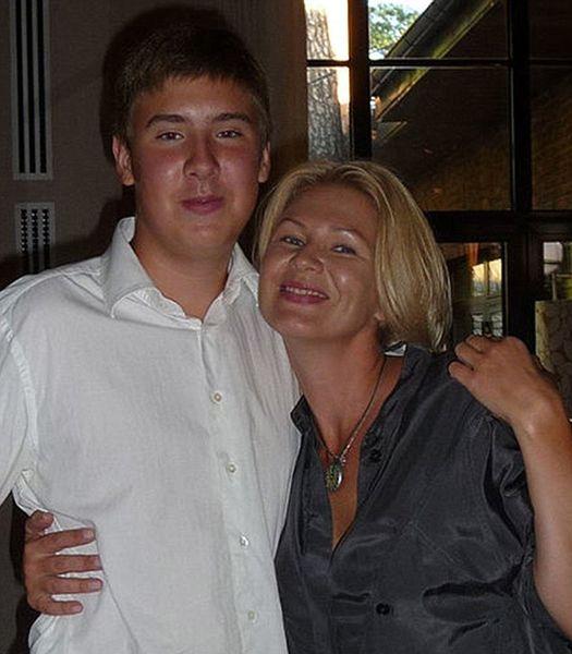 索辛與母親諾維科娃(網上圖片)