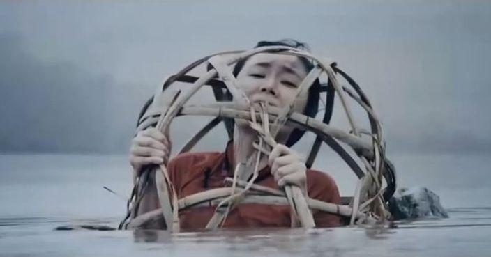 影視中的浸豬籠 (網上圖片)