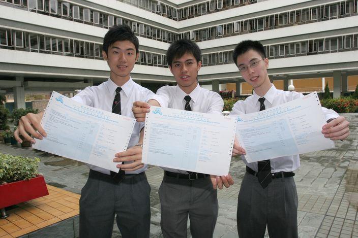 鍾文浩(圖左)為2005年會考十優狀元(資料圖片)