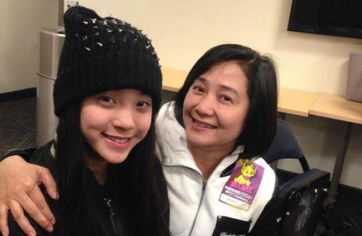歐陽娜娜與媽媽傅娟 (網上圖片)