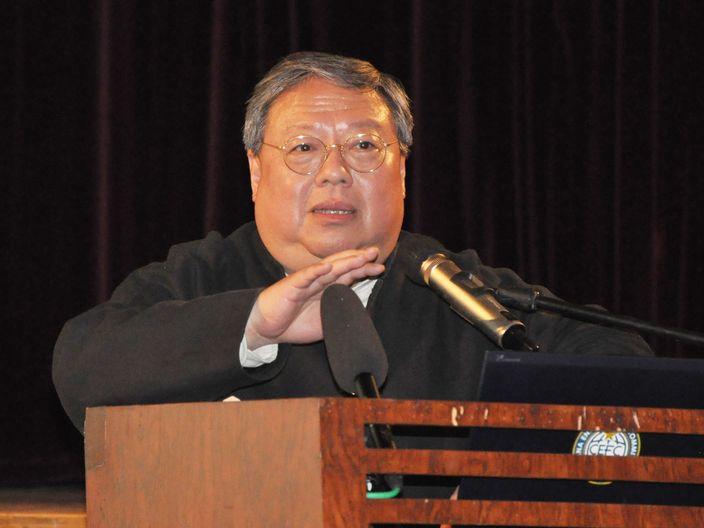何志平博士。