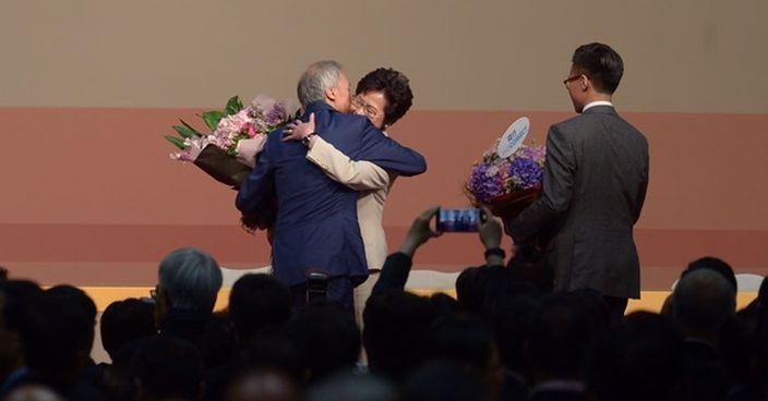 丈夫林兆波和兒子祝賀林鄭月娥當選。