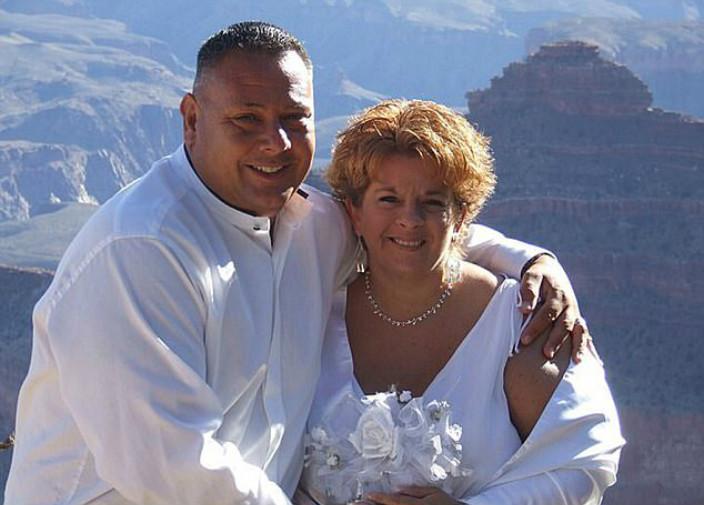 庫基克和妻子。(網上圖片)
