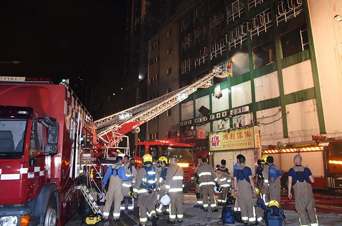 「迷你倉」大火導致兩位消防員殉職 (資料相片)