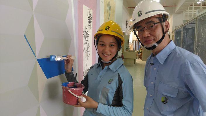油漆選手黃美詩(左)及師傳程潤昌(右)。