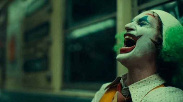《小丑》的病是真的!美國男「連妻子車禍過世都狂笑」日常生活太催淚...網難過:心疼!