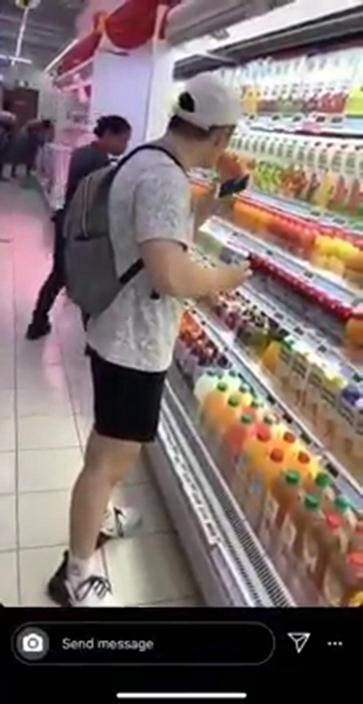 散播歡樂散播毒?新加坡男子想紅想瘋頭 飲料難喝再放回架上 網怒轟:惡劣至極!