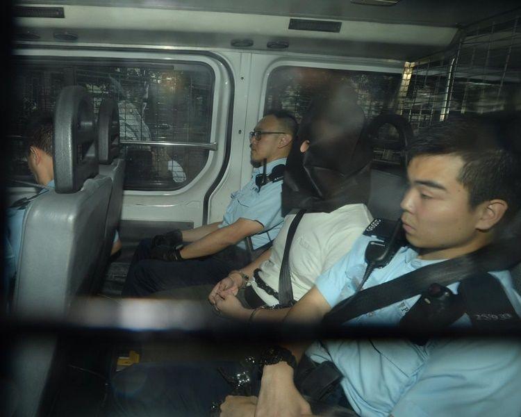 单位被搜出30枚土制烟雾弹 起重机司机认管有爆炸品等罪候判