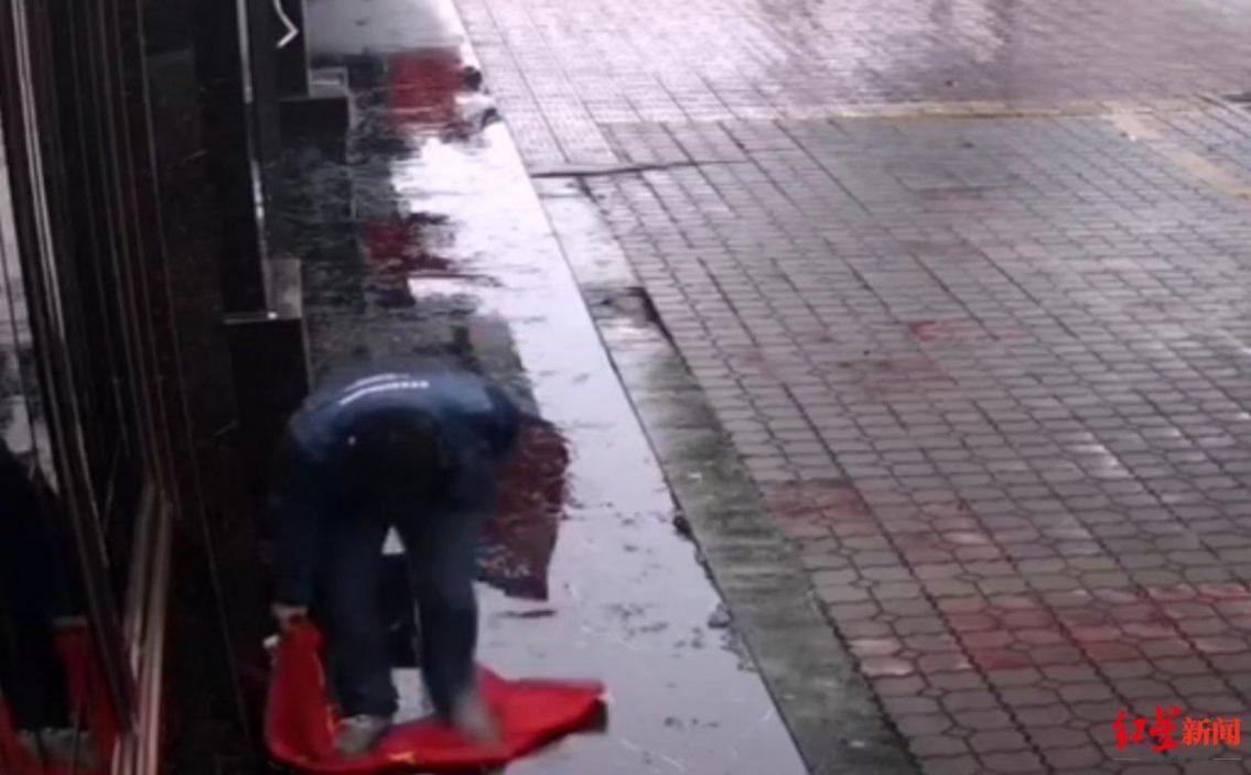 男子「腦子發熱」踩踏國旗 被判侮辱國旗罪獲刑10個月