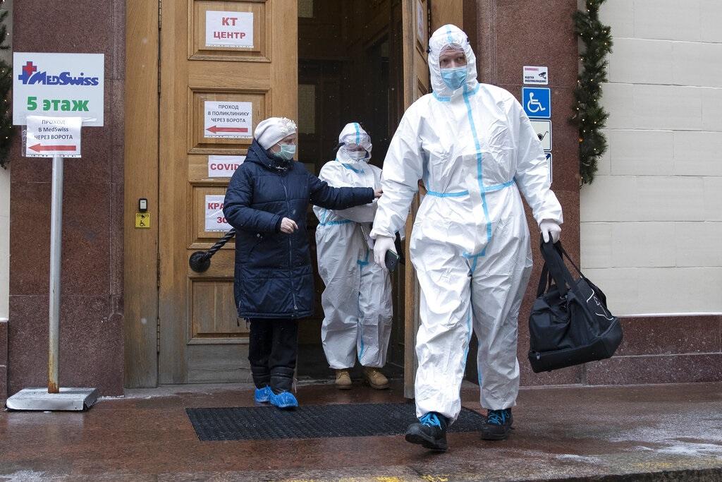 俄47岁癌症女患者体内发现18种新冠病毒变异