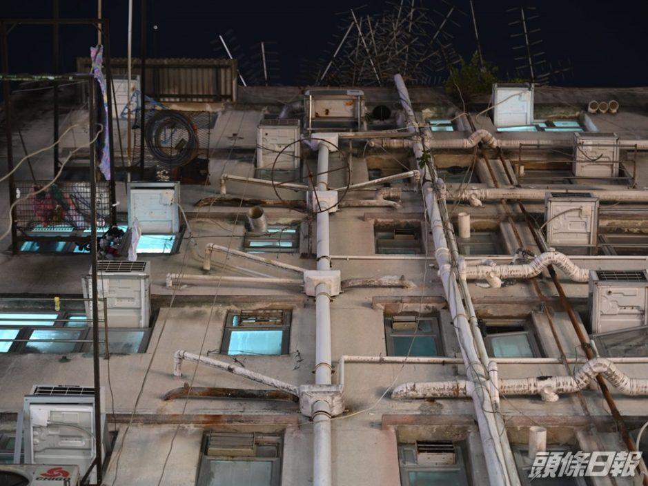 新填地街唐楼爆疫 住客清晨被送往检疫中心