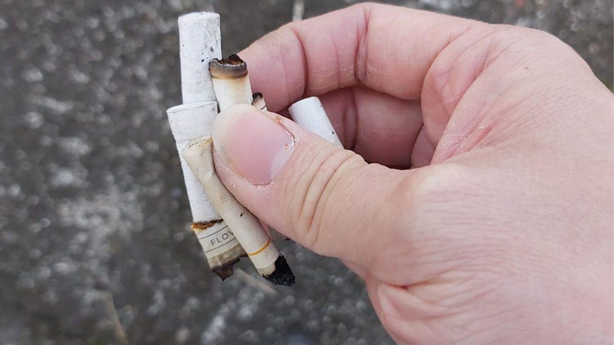 """小童模仿善心男捡烟头 台妈反闹""""很脏不要学"""""""
