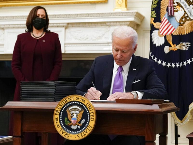 拜登指美国下月疫情将持续恶化 签行政命令推措施抗疫