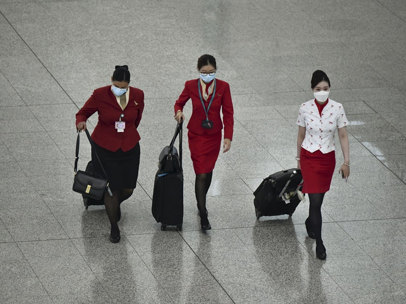 国泰料机组人员检疫14日规定令每月现金消耗增3至4亿元