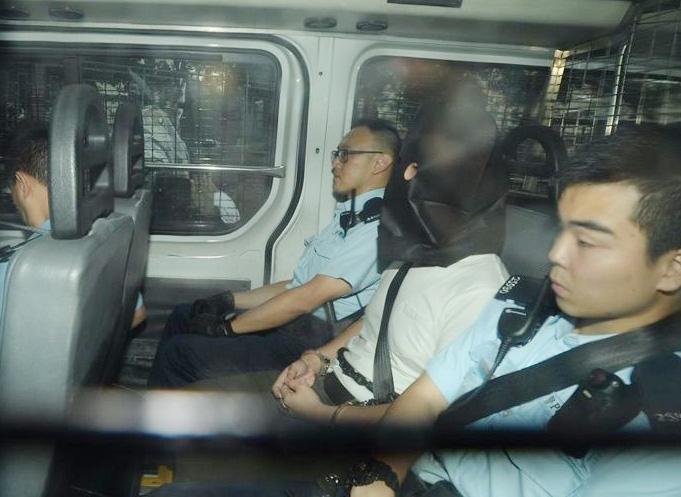 天水围寓所藏逾30枚土制烟雾弹等 起重机司机判囚38个月