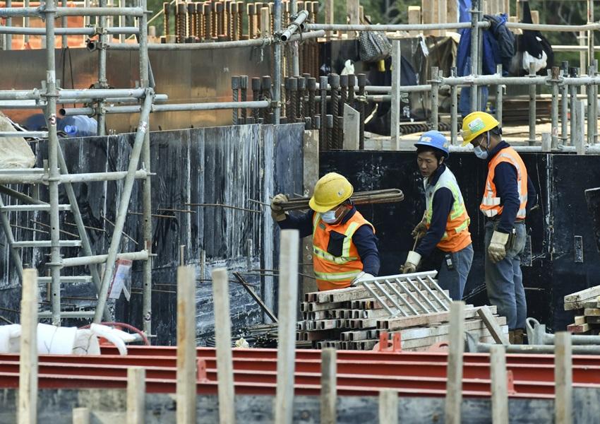 工人入地盘须持阴性检测结果 建造商会指运作大致畅顺
