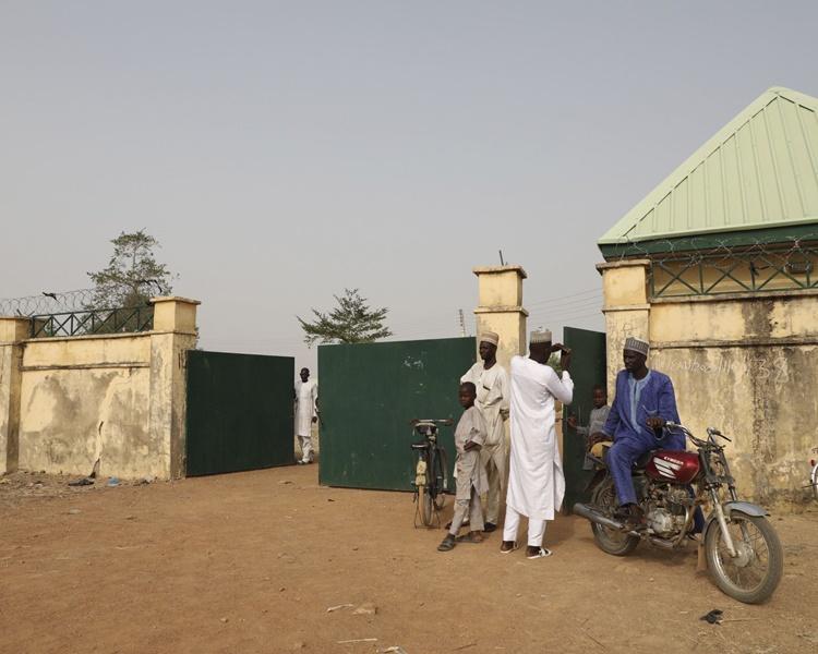 尼日利亚武装分子掳走317女学生